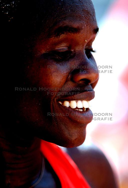 15-04-2007 ATLETIEK: FORTIS MARATHON: ROTTERDAM<br /> In Rotterdam werd zondag de 27e editie van de Marathon gehouden. De marathon werd rond de klok van 2 stilgelegd wegens de hitte en het grote aantal uitvallers / Helena Kiprop Loshanyang KEN<br /> ©2007-WWW.FOTOHOOGENDOORN.NL
