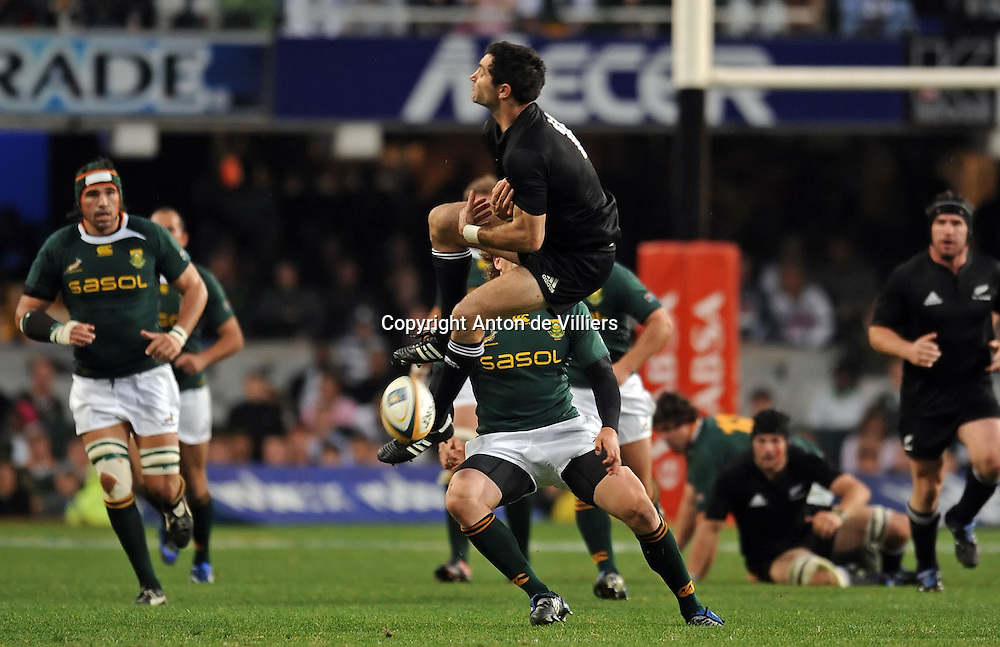 Stephen Donald of the All Blacks misses a high ball with Frans Steyn of the Springboks closing in on him.<br /> Rugby - Tri-Nations - 090801 - South Africa v New Zealand - ABSA Stadium - Durban - South Africa. The Springboks won 31-19.<br /> Photographer : Anton de Villiers / SASPA