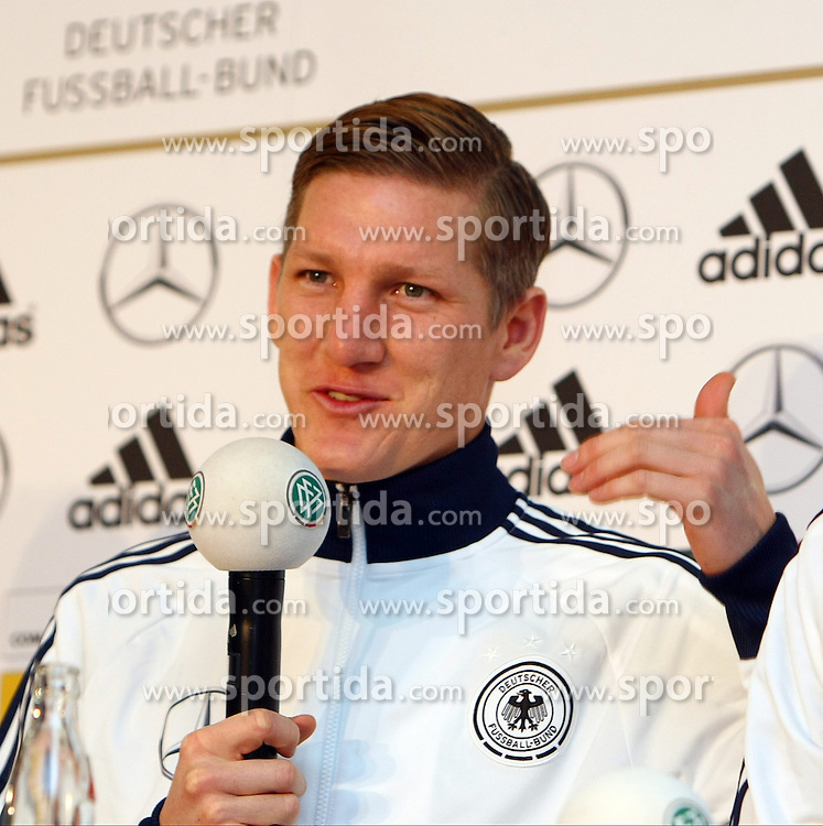 20.03.2013, Kleine Kampfbahn, Frankfurt, GER, FIFA WM Qualifikation, DFB Pressekonferenz, im Bild, Bastian Schweinsteiger // during an press conference of German Footballteam DFB // before the FIFA World Cup Qualifier at the Kleine Kampfbahn, Frankfurt, Germany on 2013/03/20. EXPA Pictures © 2013, PhotoCredit: EXPA/ Eibner/ Bildpressehaus..***** ATTENTION - OUT OF GER *****