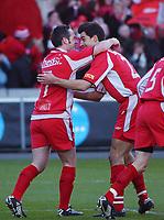 Robbie Winters, Brann, har scoret 2-0 og jubler sammen med Paul Scharner, Brann. <br /> <br /> Fotball. Cupfinale 2004: Brann - Lyn 4-1. 7. november 2004. (Foto: Peter Tubaas/Digitalsport).