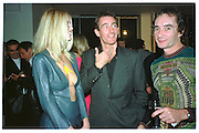 CLAUDIA SCHIFFER; TIM JEFFERIES; BOB CARLOS CLARKE, Baby 2000 dinner, Atlantis Gallery. Brick Lane. London. 4 November 1999.<br /> <br /> SUPPLIED FOR ONE-TIME USE ONLY> DO NOT ARCHIVE. © Copyright Photograph by Dafydd Jones 248 Clapham Rd.  London SW90PZ Tel 020 7820 0771 www.dafjones.com