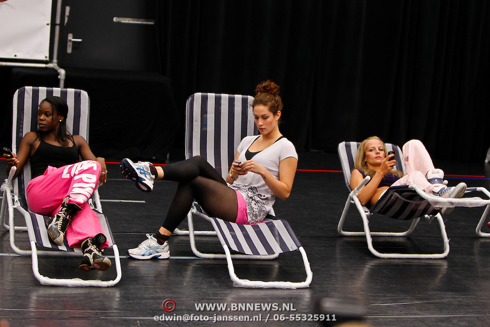 NLD/Amsterdam/20100823 - Perspresentatie musical Legally Blonde, Dapheny Oosterwolde, ?, Cindy Bell