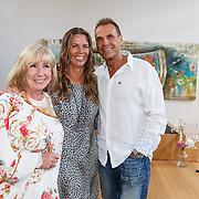 NLD/Amsterdam/20150608 -Yoga  Boekpresentaie Danielle van 't Schip - Oonk, Danielle en haar vader Joop Oonk en moeder Willeke Alberti