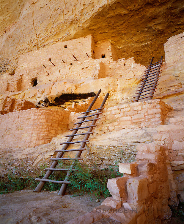 0405-1136 ~ Copyright:  George H. H. Huey ~ Long House, the second largest Anasazi culture cliff dwelling at Mesa Verde [w/150 rooms and 21 kivas], was occupied from about A.D. 1200-1300, by 150-175 people.  Wetherill Mesa.  Mesa Verde National Park, Colorado.