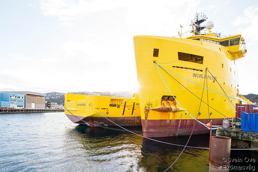 World Pearl og World Diamond fra World Wide Supply ligger i opplag i Ålesund under oljekrisen 2016.<br /> Foto: Svein Ove Ekornesvåg
