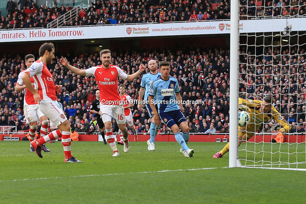 14 March 2015 - Barclays Premier League - Arsenal v West Ham - Mathieu Flamini of Arsenal scores the 3rd goal - Photo: Marc Atkins / Offside.