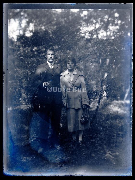 couple outdoors posing France circa 1930s