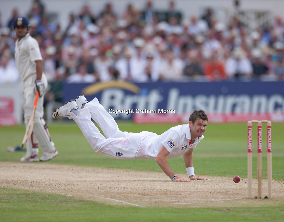Bowler James Anderson tries in vain to run out Rahul Dravid during the second npower Test Match between England and India at Trent Bridge, Nottingham.  Photo: Graham Morris (Tel: +44(0)20 8969 4192 Email: sales@cricketpix.com) 30/07/11