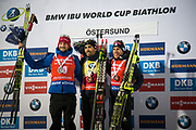 &Ouml;STERSUND, SVERIGE - 2017-12-03: Martin Fourcade vinnare, Jakov Fak andraplatsen, Quentin Fillon Maillet tredjeplatsunder herrarnas jaktstart t&auml;vling under IBU World Cup Skidskytte p&aring; &Ouml;stersunds Skidstadion den 2 december 2017 i &Ouml;stersund, Sverige.<br /> Foto: Johan Axelsson/Ombrello<br /> ***BETALBILD***