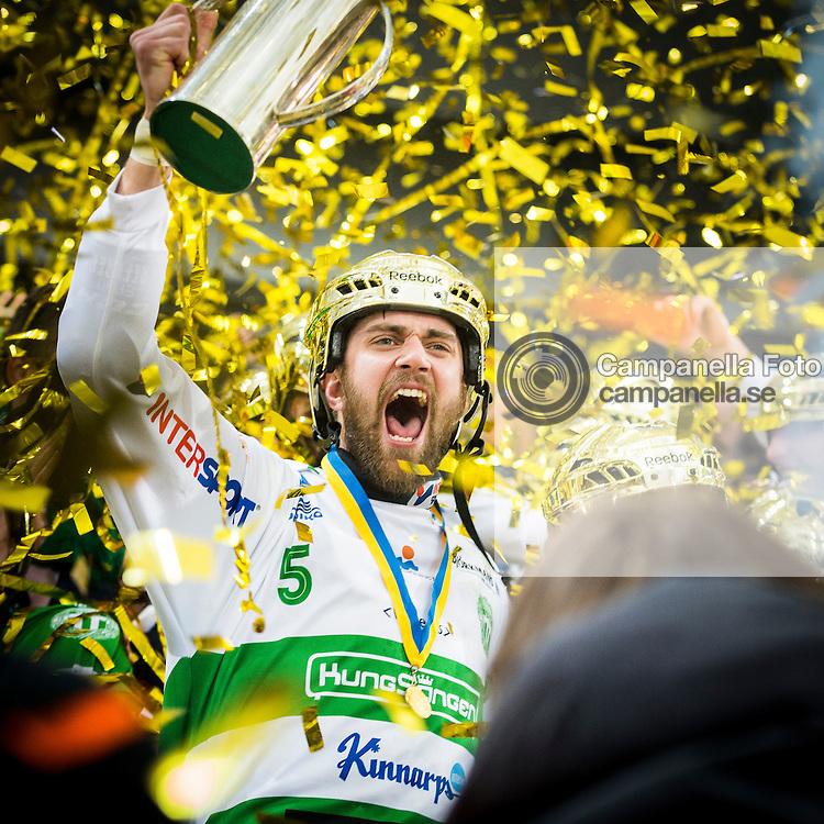 STOCKHOLM, SVERIGE - 14 MARS 2015 : <br /> <br /> V&auml;ster&aring;s SK VSK 5 Magnus Joneby firar efter att ha vunnit SM-guld under Bandy Herrfinalen mellan Sandvikens AIK och V&auml;ster&aring;s SK p&aring; Tele2 Arena den 14  mars i Stockholm <br /> <br /> ( Foto: Michael Campanella / Pic-Agency.com )