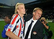 30-08-2008 Voetbal:Willem II: Ajax:Tilburg<br /> Frank Demouge wordt door Andries Jonker gefeliciteerd<br /> Foto: Geert van Erven