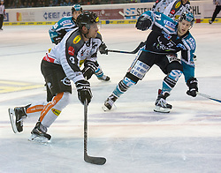 09.10.2015, Keine Sorgen Eisarena, Linz, AUT, EBEL, EHC Liwest Black Wings Linz vs Dornbirner Eishockey Club, 9. Runde, im Bild Jamie Arniel (Dornbirner Eishockey Club) und Kevin Moderer (EHC Liwest Black Wings Linz) // during the Erste Bank Icehockey League 9th round match between EHC Liwest Black Wings Linz and Dornbirner Eishockey Club at the Keine Sorgen Icearena, Linz, Austria on 2015/10/09. EXPA Pictures © 2015, PhotoCredit: EXPA/ Reinhard Eisenbauer