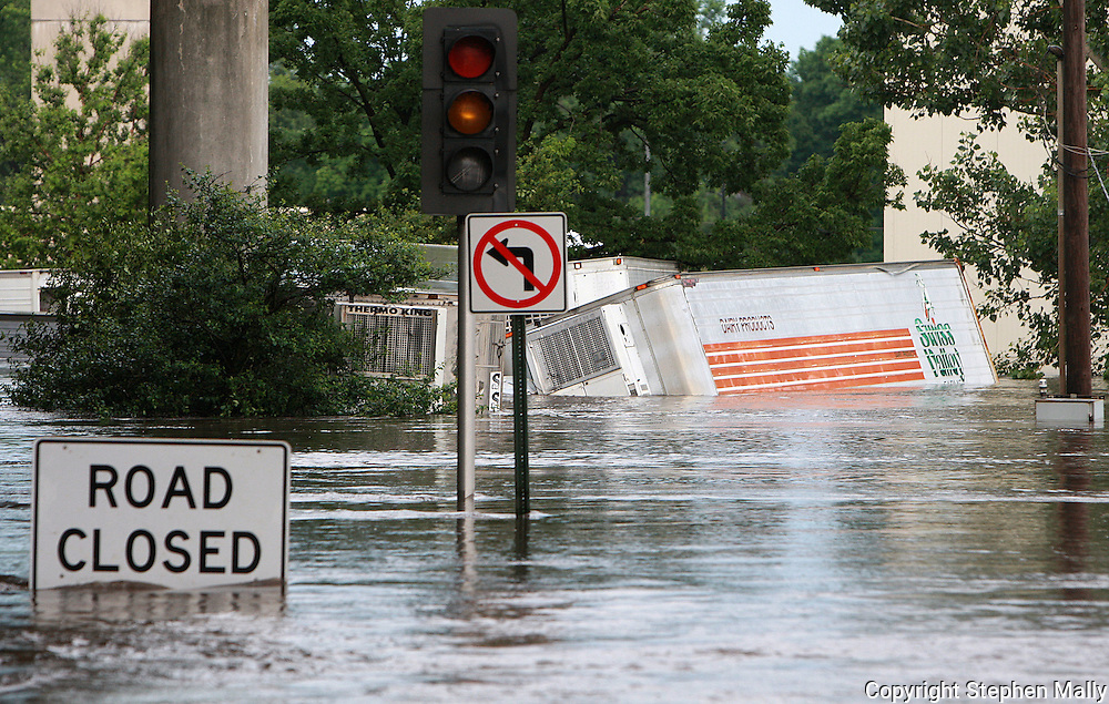 Massive flooding has covered the Midwest section of the United States. In Cedar Rapids, Iowa over 400 blocks were underwater. Other towns are now bracing for the water as it continues downstream.///A Swiss Valley semi trailer is partially submerged on a flooded road in Cedar Rapids, Iowa.