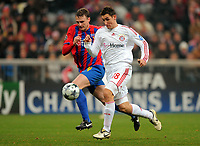 v.l. Sorin Ghionea Steaua, Miroslav Klose<br /> Champions League Bayern Muenchen - Steaua Bukarest<br /> Bayern München - Steaua Bukarest<br /> <br /> Norway only