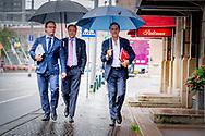 DEN HAAG - (VLNR) Wouter Koolmees (D66), Alexander Pechtold (D66) en Premier Mark Rutte arriveren bij het Johan de Witthuis voor de formatiegesprekken met informateur Gerrit Zalm. ROBIN UTRECHT