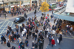© licensed to London News Pictures. London, UK 08/12/2013. Christmas shoppers fill Oxford Street in London on Sunday, 8 December 2013. Photo credit: Tolga Akmen/LNP