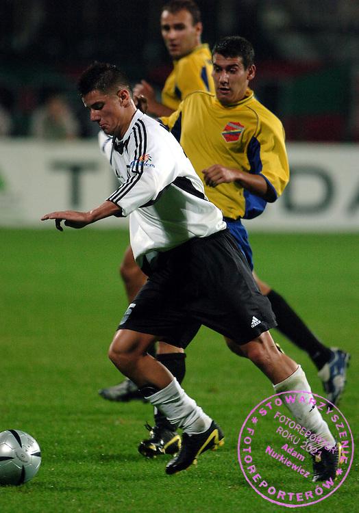 n/z.: Maciej Korzym (nr15-Legia) , Hubert Dolewski (nr4-Mazowsze) , Legia Warszawa (biale) - Mazowsze Grojec (zolte) 1:0 , Puchar Polski , rozgrywki grupowe sezon 2004/2005 , pilka nozna , Polska , Warszawa , 06-10-2004 , fot.: Adam Nurkiewicz / mediasport.pl..Maciej Korzym (nr15-Legia) , Hubert Dolewski (nr4-Mazowsze) fight for the ball during Polish Soccer Cup match in Warsaw. October 03, 2004 ; Legia Warszawa (white) - Mazowsze Grojec (yellow) 1:0 ; Polish Soccer Cup , season 2004/2005 , football , Poland , Warsaw ( Photo by Adam Nurkiewicz / mediasport.pl )