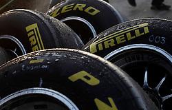 Motorsports / Formula 1: World Championship 2011, Testing in Barcelona, test, Pirelli, Reifen, tyre, tyres, clean, waschen
