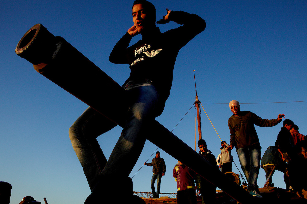 Benghazi, Libya, 28.02.11..People cheering, playing and posing at a tank in the center of Benghazi..Foto: Eivind H. Natvig