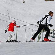 AUD/Lech/20110219 - Fotosessie Nederlandse Koninklijke Familie 2011 op wintersport in Lech, Willem Alexander en ALexia