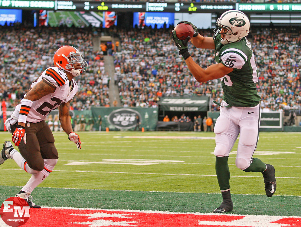 Dec 22, 2013; East Rutherford, NJ, USA; New York Jets wide receiver David Nelson (86) catches a touchdown pass from New York Jets quarterback Geno Smith (7) (not shown) while being defended by Cleveland Browns cornerback Buster Skrine (22) during the second half at MetLife Stadium.  The Jets defeated the Browns 24-13.