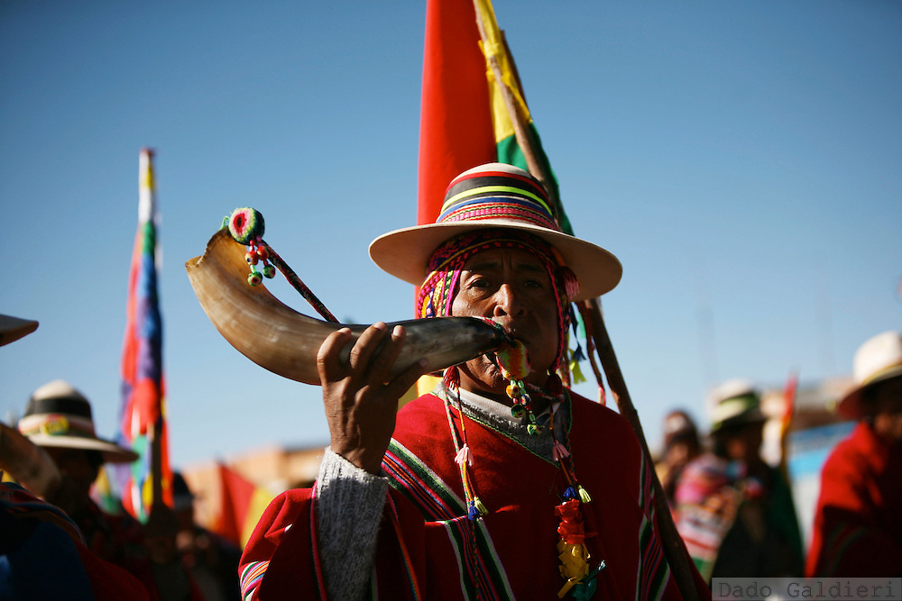 Supporters of president Evo Morales pass the village of San Antonio, in the outskirts of El Alto, Bolivia on Sunday, Oct. 19, 2008. Thousands of demonstrators are heading to La Paz in order to pressure the national congress to approve a referendum over a new constitution project.(AP Photo/Dado Galdieri)
