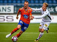 1. divisjon fotball 2018: Aalesund - Åsane (1-0). Aalesunds Aron Elís Thrándarson (t.v.) i kampen i 1. divisjon i fotball mellom Aalesund og Åsane på Color Line Stadion.