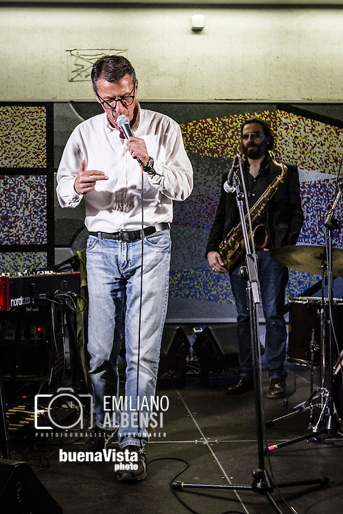 Roma, Lazio, Italia, 31/05/2016<br /> Concerto jazz di Geg&egrave; Telesforo e Max Ionata all'interno della stazione Metro Repubblica. E' il primo vero concerto all'interno della metropolitana di Roma. L'evento fa parte del progetto Tramjazz. Nella foto Geg&egrave; Telesforo.<br /> <br /> Rome, Lazio, Italy, 31/05/2016<br /> Jazz concert of Geg&egrave; Telesforo e Maz Ionata into the Repubblica metro station. It's the first real concert organized into the metro of Rome. The event is part of the Tramjazz project. Into the picture Geg&egrave; Telesforo