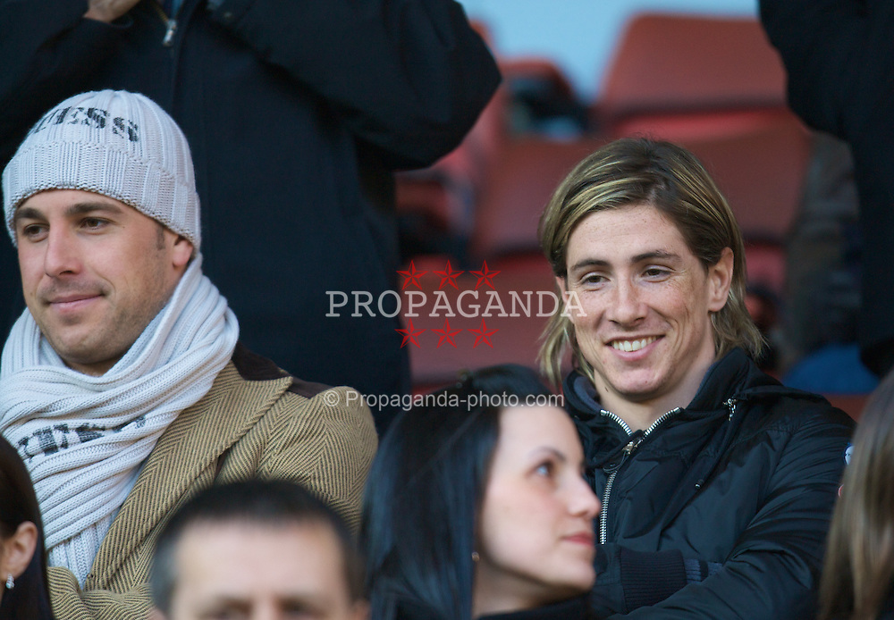 LIVERPOOL, ENGLAND - Saturday, February 16, 2008: Liverpool's goalkeeper Jose Pepe Reina and Fernando Torres watch the FA Cup 5th Round match against Barnsley from the Director's Box at Anfield. (Photo by David Rawcliffe/Propaganda)