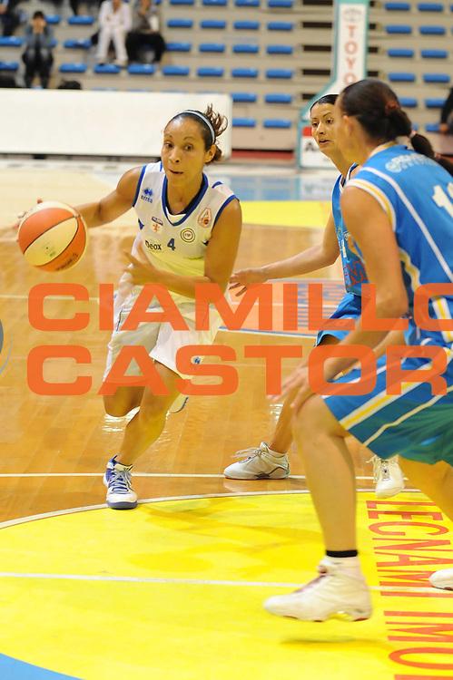 DESCRIZIONE : Faenza LBF Club Atletico Faenza GMA Phonica Pozzuoli<br /> GIOCATORE : Adriana Moises Pinto<br /> SQUADRA : Club Atletico Faenza<br /> EVENTO : Campionato Lega Basket Femminile A1 2009-2010<br /> GARA : Club Atletico Faenza GMA Phonica Pozzuoli<br /> DATA : 24/10/2009 <br /> CATEGORIA : penetrazione<br /> SPORT : Pallacanestro <br /> AUTORE : Agenzia Ciamillo-Castoria/M.Marchi