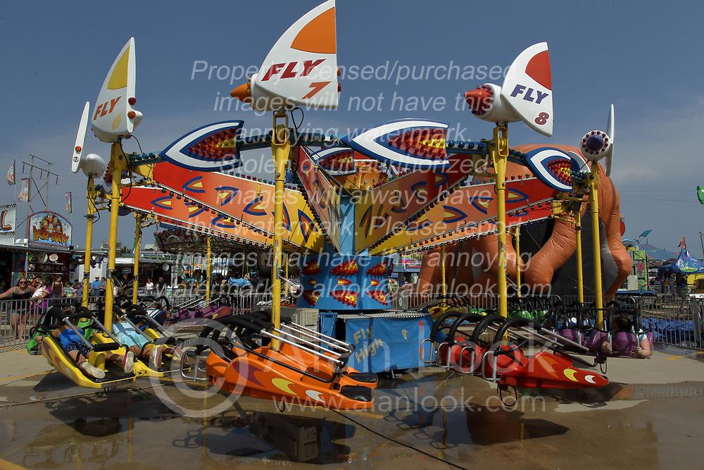03 August 2017:  Kite Fly High ride at 2017 McLean County Fair<br /> <br /> #alphoto513