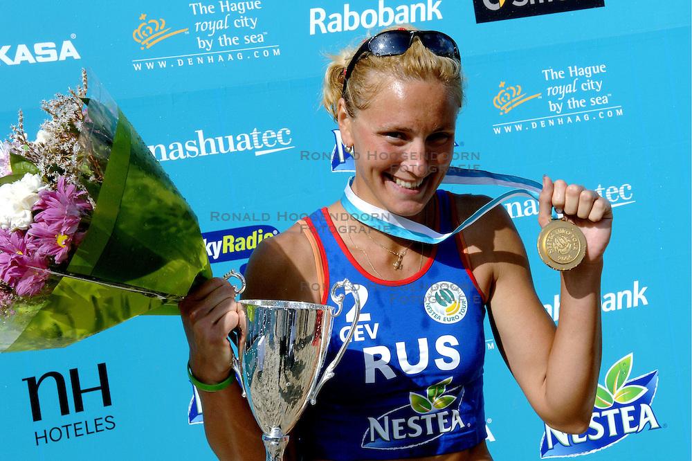 27-08-2006: VOLLEYBAL: NESTEA EUROPEAN CHAMPIONSHIP BEACHVOLLEYBALL: SCHEVENINGEN<br /> Natalia Uryadova (RUS)<br /> ©2006-WWW.FOTOHOOGENDOORN.NL