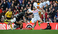 Tommy Makinson of England gets away from Joseph Manu of New Zealand during the Autumn International Series match at Elland Road, Leeds<br /> Picture by Richard Land/Focus Images Ltd +44 7713 507003<br /> 11/11/2018