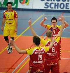 12-02-2011 VOLLEYBAL: AB GRONINGEN/LYCURGUS - DRAISMA DYNAMO: GRONINGEN<br /> In een bomvol Alfa-college Sportcentrum werd Dynamo met 3-2 (25-27, 23-25, 25-19, 25-23 en 16-14) verslagen door Lycurgus / Floris van Rekom (#17)<br /> ©2011-WWW.FOTOHOOGENDOORN.NL