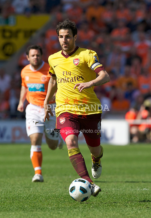 BLACKPOOL, ENGLAND - Sunday, April 10, 2011: Arsenal's Cesc Fabregas in action against Blackpool during the Premiership match at Bloomfield Road. (Photo by David Rawcliffe/Propaganda)