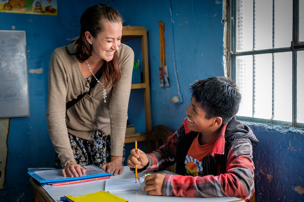 AREQUIPA, PERU - APRIL 4, 2014: Volunteer teaching english in the community of Flora Tristan for HOOP Peru. HOOP Peru is a NGO fully committed to breaking the cycle of poverty by empowering the Flora Tristan families through enhancing their education.