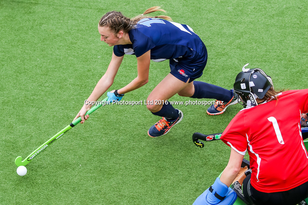 Auckland's Madison Doar dribbles past the keeper to score. Auckland v Central Women, FORD National Hockey League, ITM Hockey Centre, Whangarei, New Zealand. Friday 16 September, 2016. Copyright photo: Heath Johnson / www.photosport.nz
