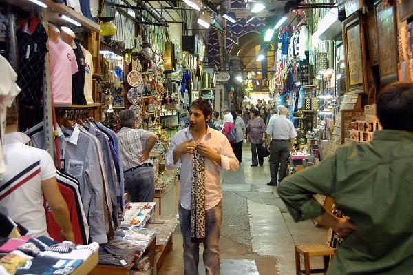Turkije, Istanbul, 4-6-2011Straatbeeld. Markt, bazar, bazaar.Foto: Flip Franssen