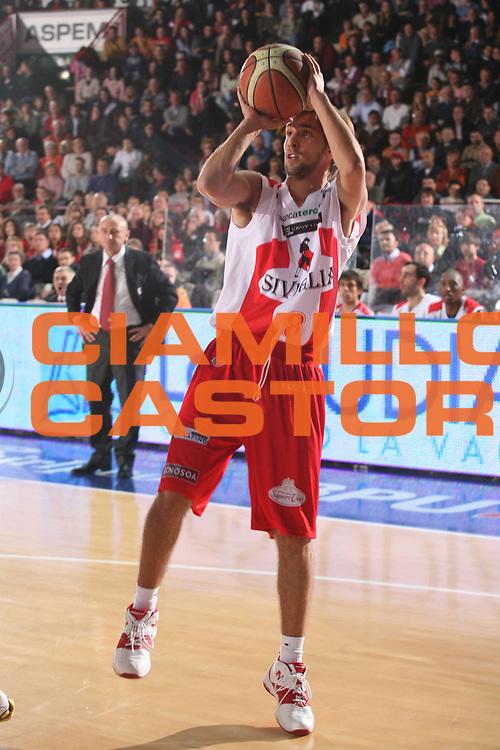 DESCRIZIONE : Varese Lega A1 2006-07 Whirlpool Varese Siviglia Wear Teramo<br />GIOCATORE : Poeta<br />SQUADRA : Siviglia Wear Teramo<br />EVENTO : Campionato Lega A1 2006-2007 <br />GARA : Whirlpool Varese Siviglia Wear Teramo<br />DATA : 12/11/2006 <br />CATEGORIA :  Tiro<br />SPORT : Pallacanestro <br />AUTORE : Agenzia Ciamillo-Castoria/S.Ceretti