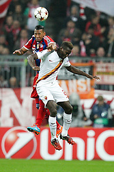05.11.2014, Allianz Arena, M&uuml;nchen, GER, UEFA CL, FC Bayern Muenchen vs AS Rom, Gruppe E, im Bild l-r: im Zweikampf, Aktion, mit David Alaba #27 (FC Bayern Muenchen) und Mapou Yanga-Mbiwa #2 (AS Rom) // during UEFA Champions League group E match between FC Bayern Munich and AS Roma at the Allianz Arena in M&uuml;nchen, Germany on 2014/11/05. EXPA Pictures &copy; 2014, PhotoCredit: EXPA/ Eibner-Pressefoto/ Kolbert<br /> <br /> *****ATTENTION - OUT of GER*****