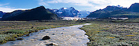 A glacier river running from Svínafellsjökull glacier. Mountains and Vatnajökull Glacier in background. Jökulsá rennur úr Svínafellsjökli.<br />