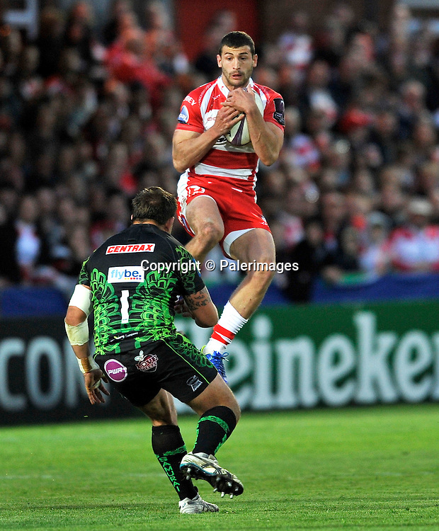 Gloucester, England. Jonny May of Gloucester Rugby wins a high ball during the European Rugby Challenge Cup semi-final match between Gloucester Rugby vs Exeter Chiefs at Kingsholm Stadium on April 18, 2015 in Gloucester, England. Photo Michael Paler/ Photosport.co.nz