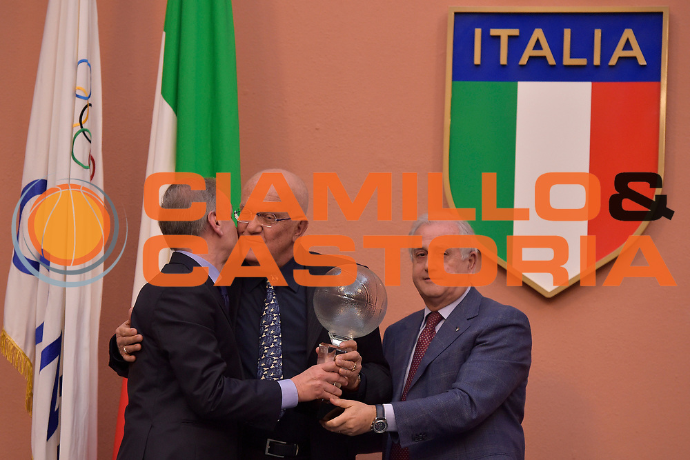 DESCRIZIONE : Roma Basket Day Hall of Fame 2014<br /> GIOCATORE : Alberto Bucci Gianni Petrucci Roberto Fabbricini<br /> SQUADRA : FIP Federazione Italiana Pallacanestro <br /> EVENTO : Basket Day Hall of Fame 2014<br /> GARA : Roma Basket Day Hall of Fame 2014<br /> DATA : 22/03/2015<br /> CATEGORIA : Premiazione<br /> SPORT : Pallacanestro <br /> AUTORE : Agenzia Ciamillo-Castoria/GiulioCiamillo