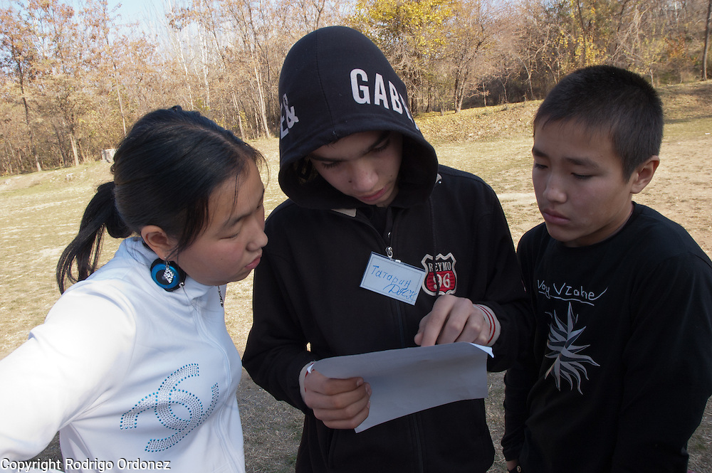 Teenagers read the instructions of a game during a teambuilding exercise in Osh (Kyrgyzstan). This activity gathered students, parents, relatives and teachers from 30 schools in Osh province where Save the Children carries out peace and reconciliation activities.