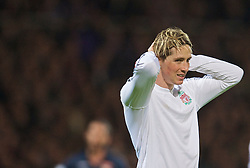 LYON, FRANCE - Wednesday, November 4, 2009: Liverpool's Fernando Torres looks dejected after missing a chance against Olympique Lyonnais during the UEFA Champions League Group E match at Stade Gerland. (Pic by David Rawcliffe/Propaganda)