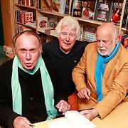 NLD/Rotterdam/20110407 - Acteur Kees Brusse signeert zijn boek, samen met Gerard Cox en Henk van der Horst