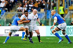 Mako Vunipola of England is tackled by Marcello Violi of Italy - CFPfoto/JMP - 04/02/2018 - RUGBY UNION - Rome, Italy - Stadio Olimpico - Italy v England - 2018 NatWest 6 Nations Championship.