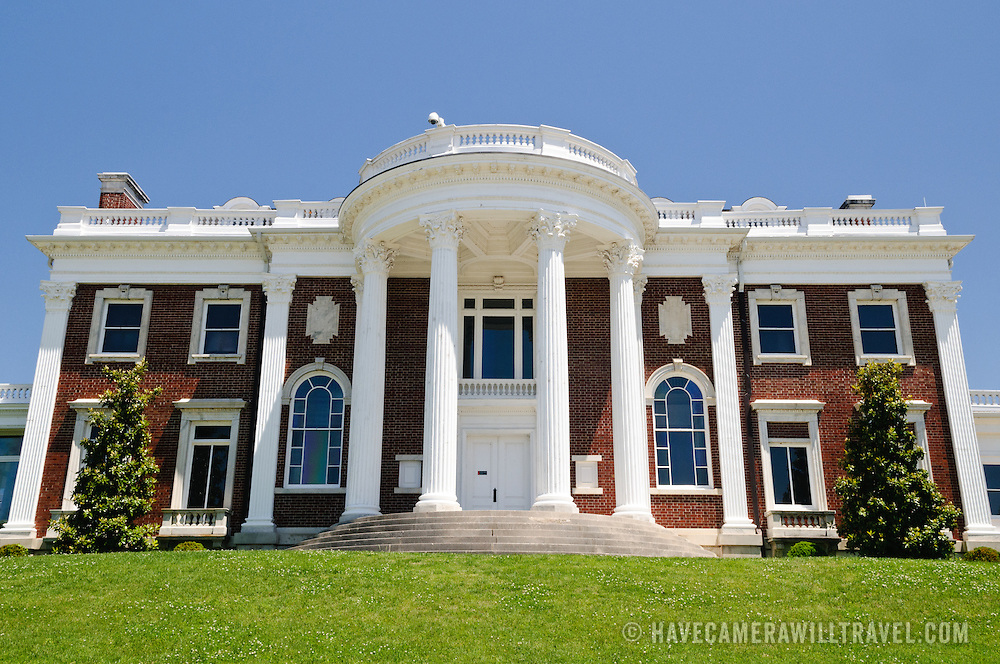 The Faxon-Thomas Mansion, the original section of the Hunter Museum of American Art in Chattanooga Tennessee