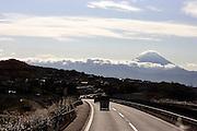 Tussen Nagano en Tokyo duikt de Mount Fuji op in de achtergrond