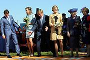 Koninginnedag 2012 in de Utrechtse gemeente Rhenen.// Queensday 2012 in the city of Rhenen.<br /> <br /> Op de foto: Prins Willem-Alexander, prinses Maxima , koningin Beatrix met Prins Maurits en Prinses Maril&egrave;ne
